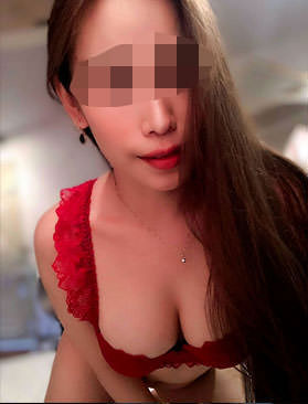 Julie is a very beautiful and sexy masseuse. She loves giving kinky massages.